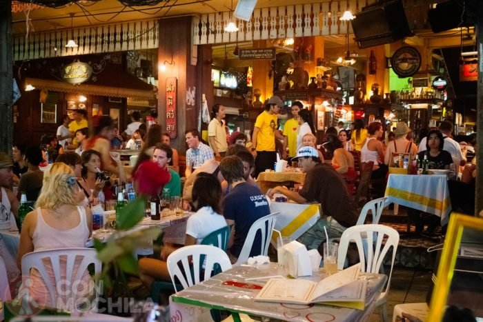 Imagen típica en un bar de Khaosan