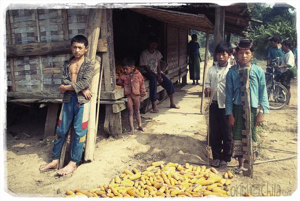 Gente en un poblado Akha