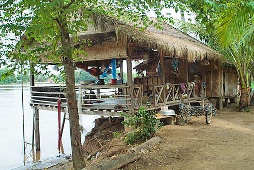 Cabaña junto al río Mekong