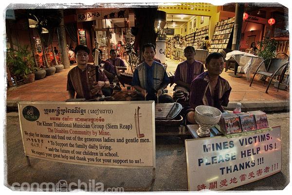 Músicos camboyanos mutilados por las minas