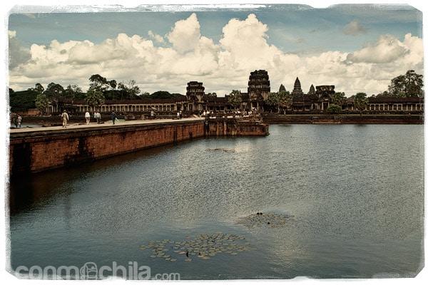 El foso de Angkor Wat