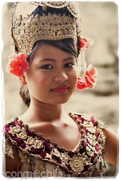 Joven con el traje tradicional