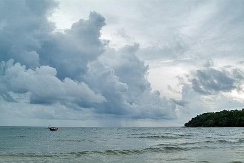 Nubarrones en la playa de Serendipity