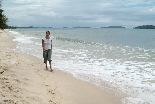 Paseo por la solitaria playa de Otres