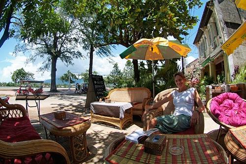 Descanso al lado de la Bahia de Prek Kampong