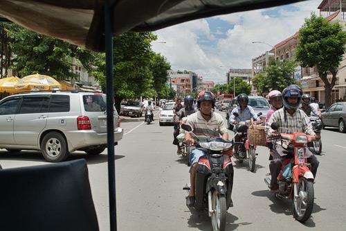 Tráfico en las calles de Phnom Penh