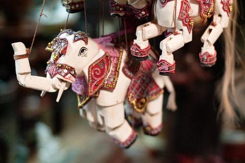 Bonitas marionetas de la sección de artesanía