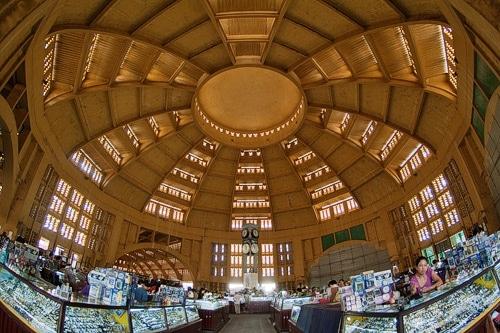 La gran cúpula del mercado central de Phnom Penh