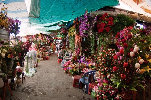 Puestos con hermosas flores