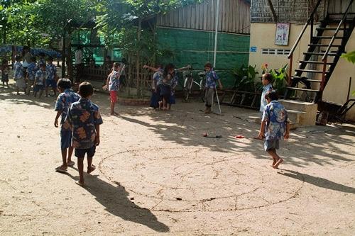 """Los niños jugando en el """"patio"""""""