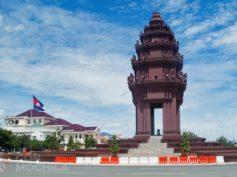 Monumento a la Independencia de Phnom Penh entre grandes avenidas