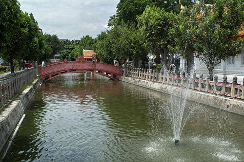 Bonito estanque de los jardines