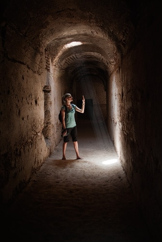 Haz de luz en los pasadizos subterráneos