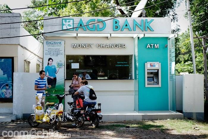 Oficina de cambio con cajero en Bagan