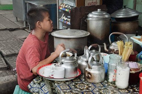 Detalle de los utensilios para preparar la comida