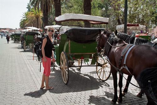 Con las calesas camino de la plaza Djemaa el-Fna