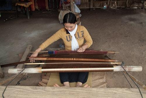 Aldea donde confeccionan telas en telares tradicionales