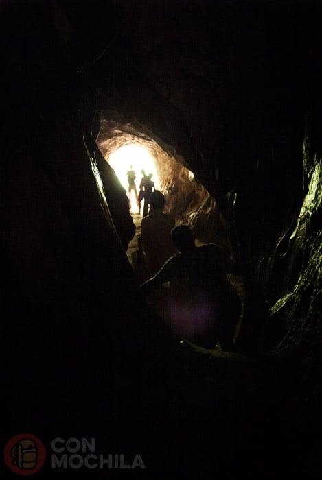 El oscuro y estrecho túnel