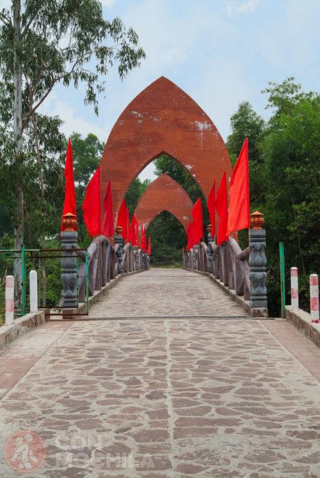 Puente de acceso a las ruinas de My Son