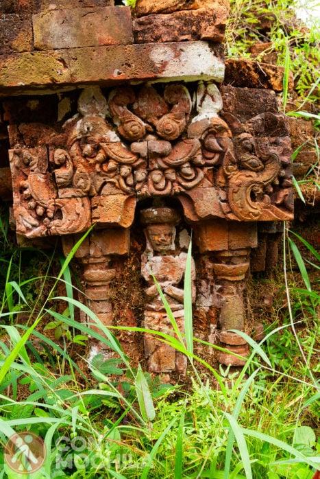 Ruinas entre la vegetación