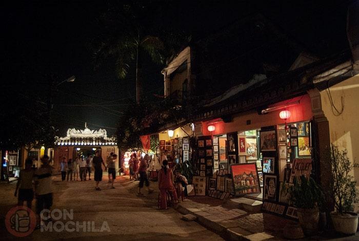 La bella Hoi An en la noche legendaria