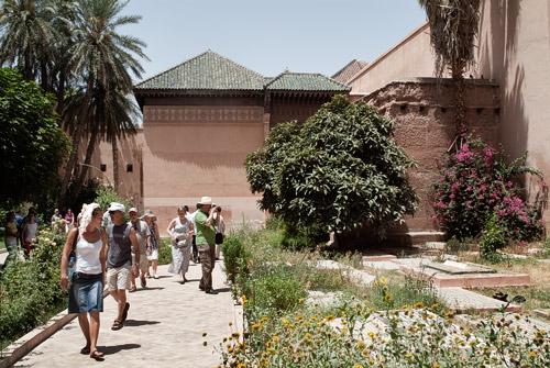 Los turistas en los jardines