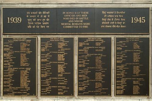 Inscripciones con los nombres de los fallecidos