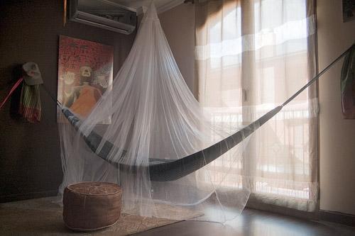 La mosquitera sobre nuestra hamaca camboyana