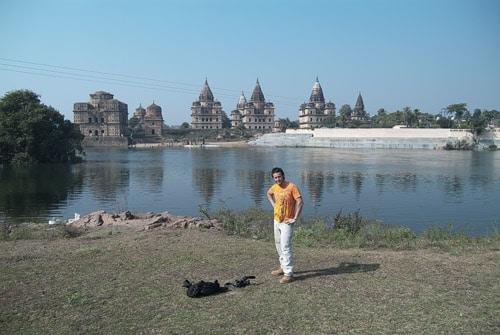 Las vistas de los palacios desde la orilla del río (con Toni incluido)