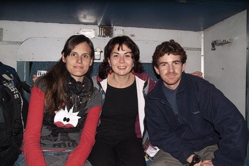 Carme, Dilek y Jaume en el tren