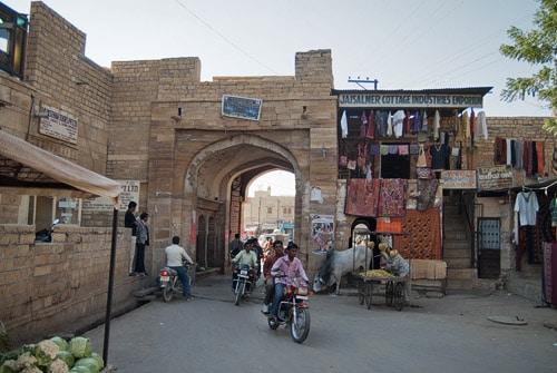 La puerta Amar Sagar desde dentro del fuerte de Jaisalmer