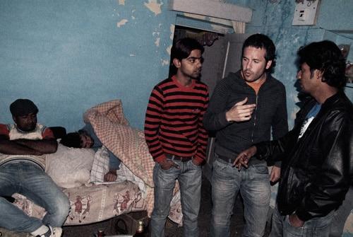 Negociando la vuelta a Jaisalmer, con Fabien sobado completamente