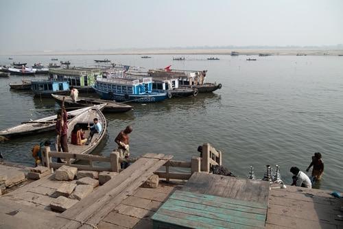 Los ghats y el Ganges a la luz del día, primera aproximación