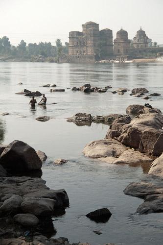 Los palacios al otro lado del río Betwa