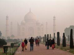 Taj Mahal con mochila, visitando el símbolo de India