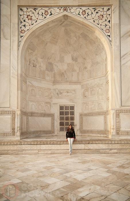 Detalle del iwan que refleja lo enorme del mausoleo del Taj Mahal