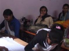 Vídeo 36 viaje a India – Gran labor de la ONG Naya Nagar de la mano de Carlos y Guillermo