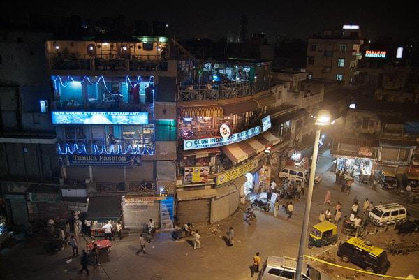 Vista del Club India café con las dos terrazas