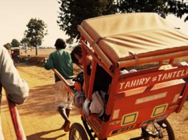 Cap. 03 – Caos en la estación, pousse pousse y llegada a Antsirabe