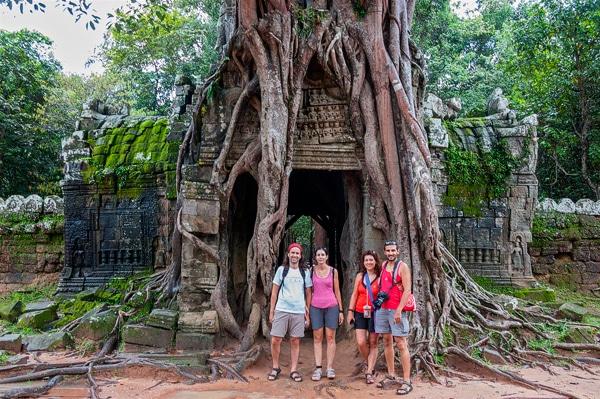 Paco, Esther, Vicente y Gemma en los templos de Angkor