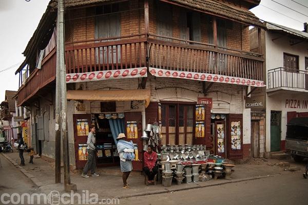 Fachada del pequeño bar de Antsirabe