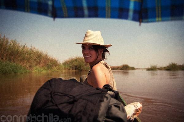 Protegerse del sol con sombrero...