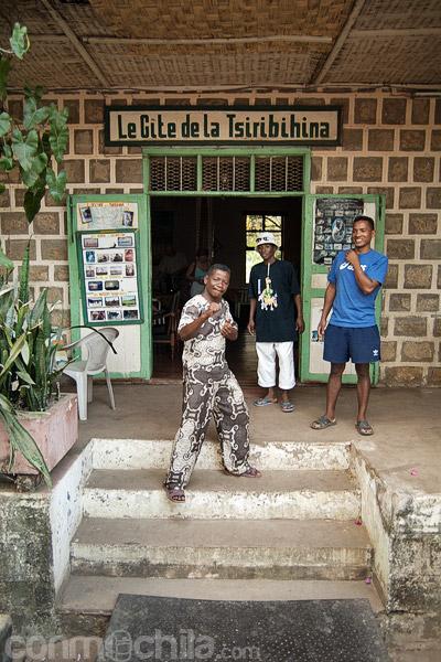 La entrada al hotel Le gite de la Tsiribihina