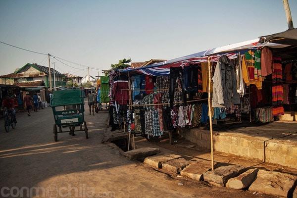 Puestos de ropa en la calle