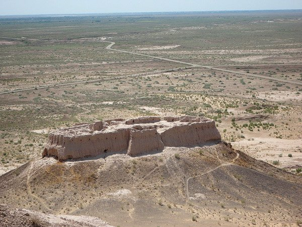 Fortaleza de adobe en las postrimerias del khanato de Jiva