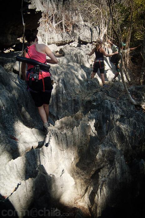 Escalando por las rocas