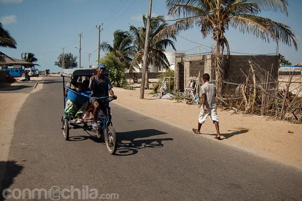 Triciclo en la zona de Nosy Kely