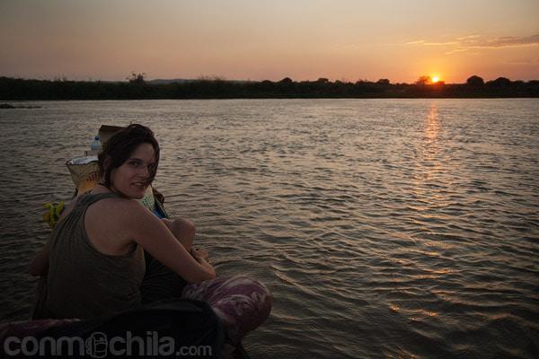 En el río Tsiribihina al atardecer