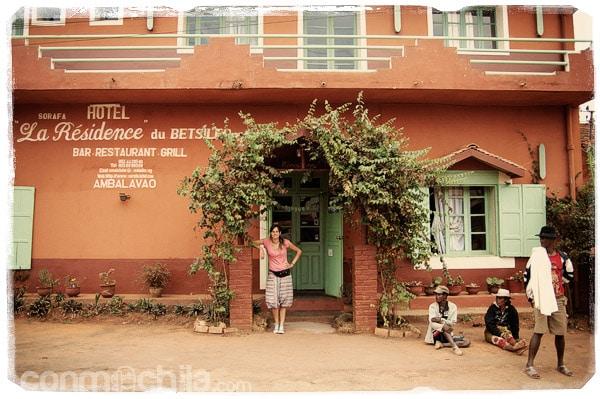 A la puerta del hotel
