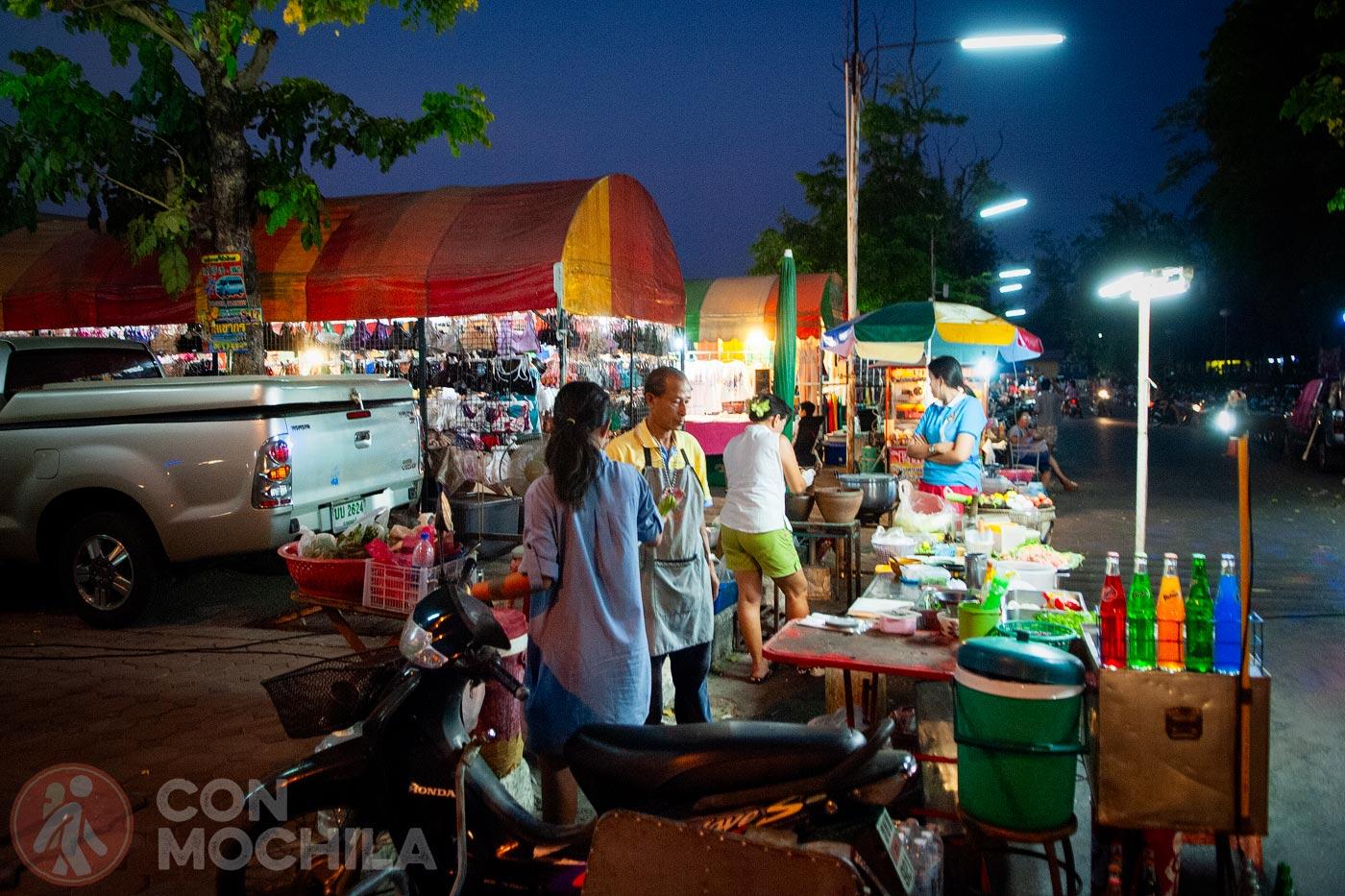 Otra vista del night market de Kanchanaburi